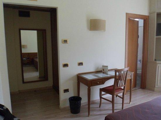 Hotel Valentino: camera 214 - ingresso
