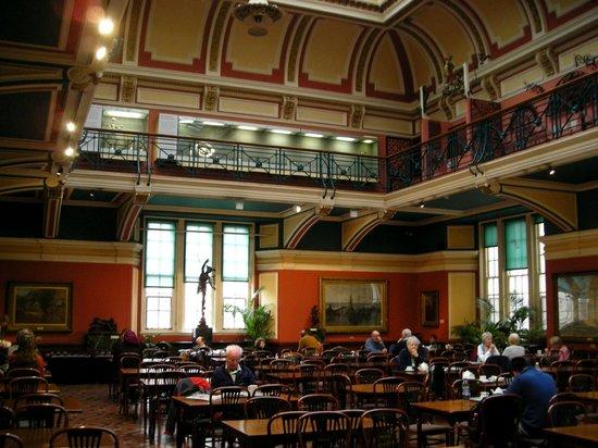 Birmingham Museum & Art Gallery: Museum cafe