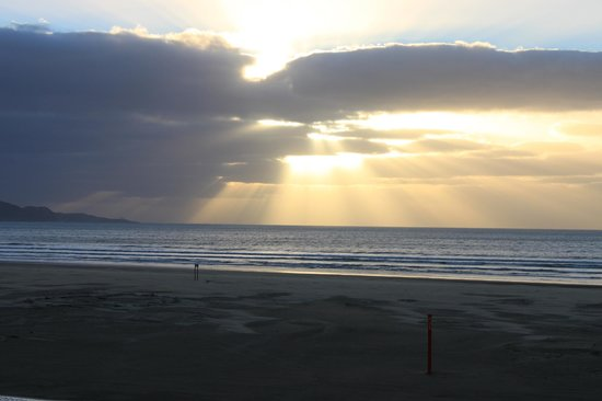 Ahipara Beachfront Accommodation : One of many great sunsets