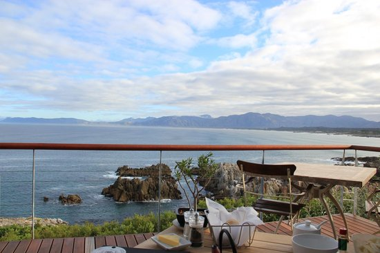 Cliff Lodge: Breakfast view