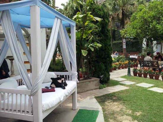 Kathmandu Guest House: wonderful garden