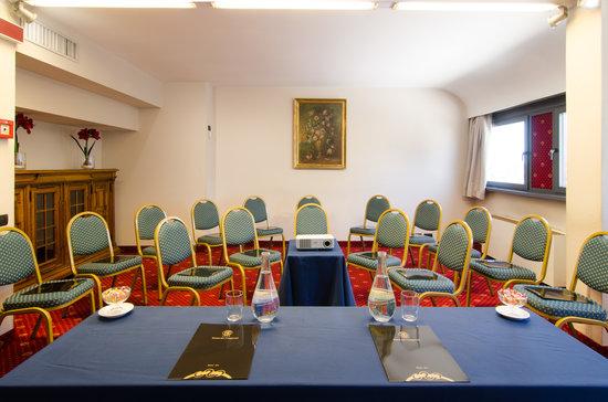 Hotel Dei Congressi: sala del Falco
