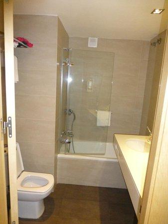 Blaumar Hotel: Ванная