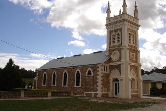 Vine Inn Barossa: Local Church near Seppeltsfield winery