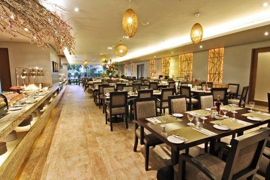 Luxent Hotel : Garden Cafe