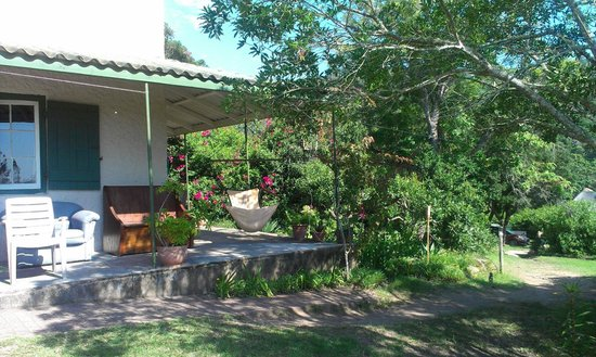 Fairy Knowe Backpackers Lodge: Top house verandah