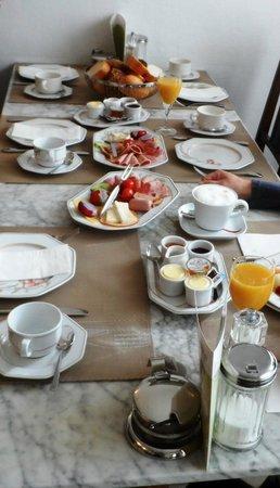 Altes Pfarrhaus Beaumarais: Frühstück