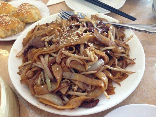 Dim Sum Delights: Stir fried noodle with shredded beef