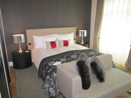 Hotel Schweizerhof Bern & THE SPA: Deluxe guest room