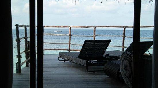 Constance Moofushi: vue depuis notre chambre (water villa)