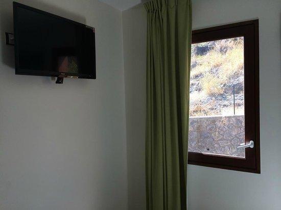 Tama Hôtel : Fenêtre chambre 11m²