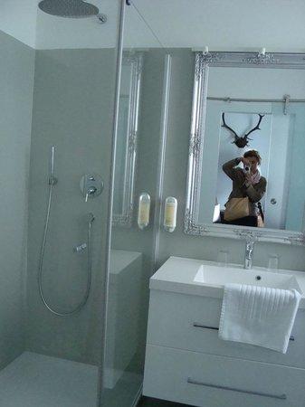 Bergland Hotel : Huge bathroom and amazing shower
