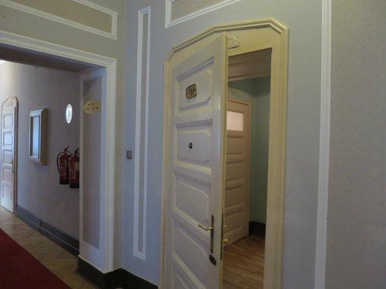 Hotel Francuski : Door to the room