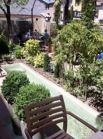 terrasse foto di jean philippe nunez saint maximin la. Black Bedroom Furniture Sets. Home Design Ideas