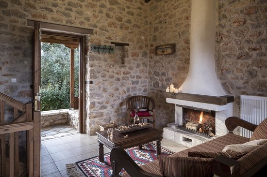 Agroktima: Sitting room with fireplace