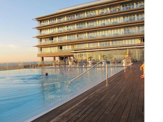 Parador de Cádiz: Piscina y terrazas hotel