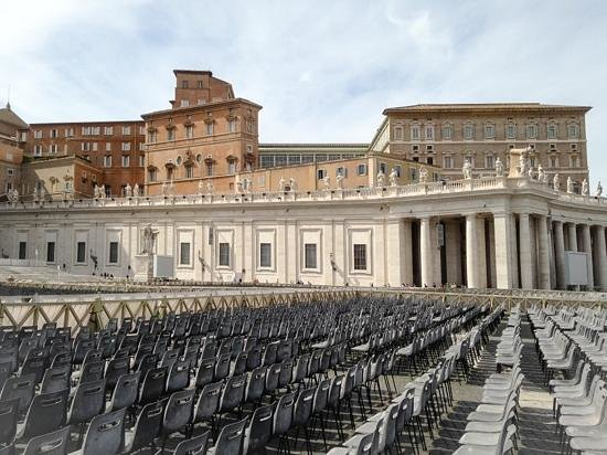 Petersplatz (Piazza San Pietro): Chairs In The Evening Light