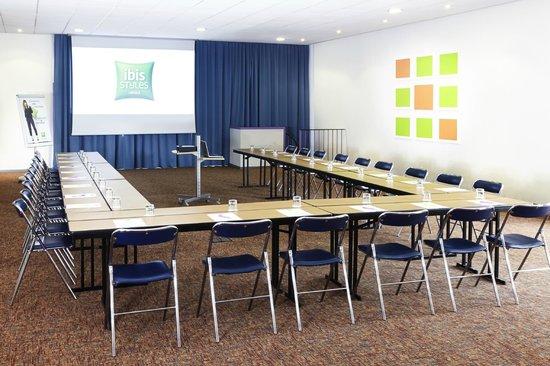 Ibis Styles Arles Palais des Congrès : Salle de réunion