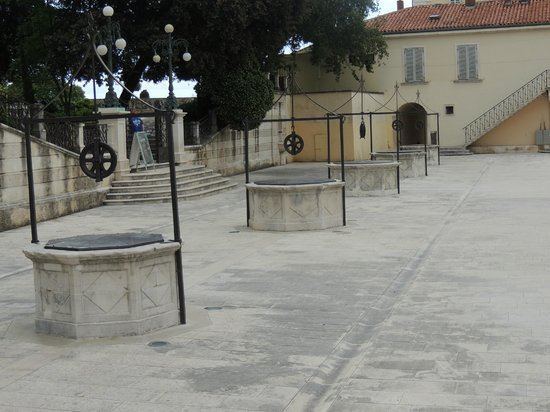 Zadar City Gate: La place des 5 puits
