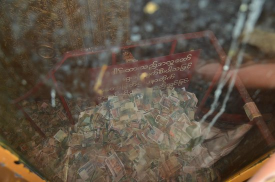 Botahtaung Pagoda: Donation