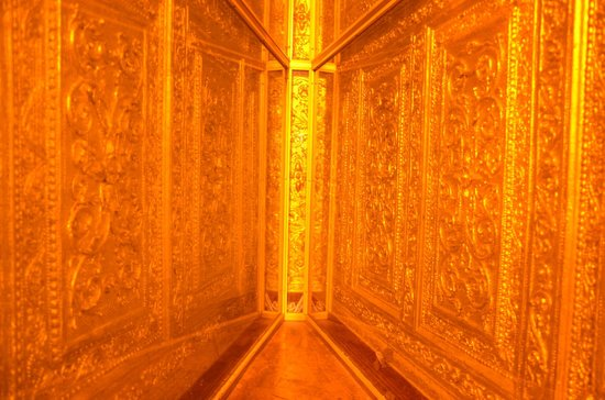 Botahtaung Pagoda: Walking around and all you'll see is this golden corner