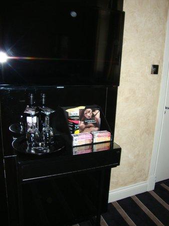 Malmaison Hotel Edinburgh: in room costlys