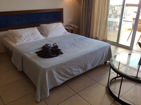 Mirabello Beach & Village Hotel : bedroom with terrace