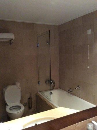 Mirabello Beach & Village Hotel : bathroom