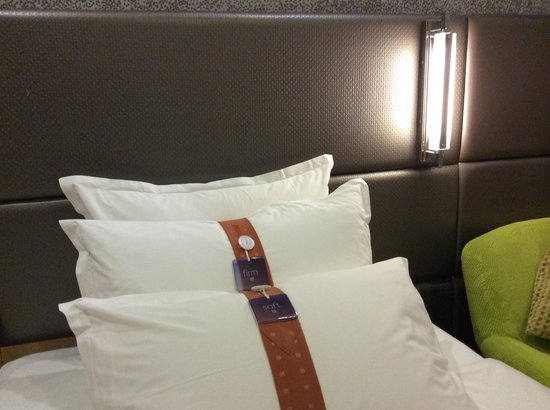 Holiday Inn Express Beijing Dongzhimen: Bed and Pillows