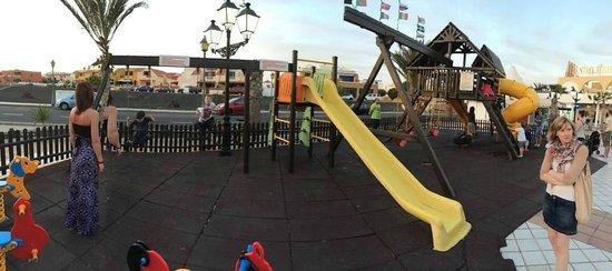 Club Caleta Dorada : play area at shops