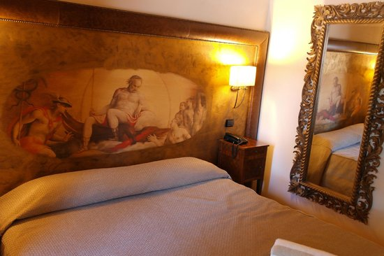 Hotel Villa Campomaggio Resort & Spa: particolare della camera