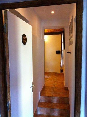 Hotel Niaouly: Couloir d'entrée Chambre 20