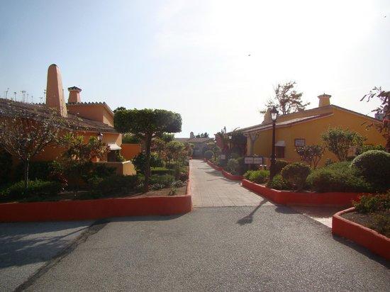 Marbella Playa Hotel: allée de l'hôtel