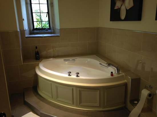 The Slaughters Country Inn : Ensuite - Bath