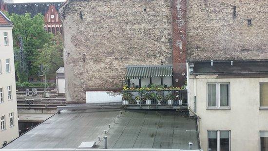 Sir Savigny Hotel: Utsikt fra trappegangen