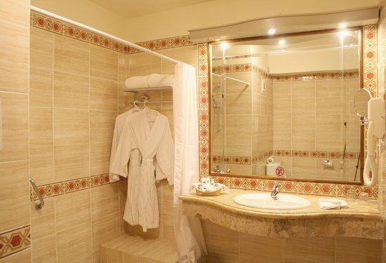 Harmony Makadi Bay Hotel & Resort: Room, Bathroom