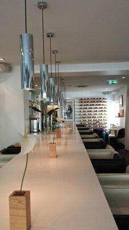 Sir Savigny Hotel: Bar og frokostrom
