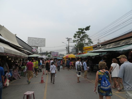 Chatuchak Weekend Market: Can get very busy