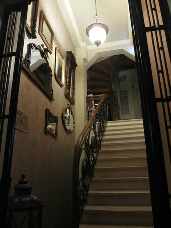 Sweet Home Hotel: Entrance