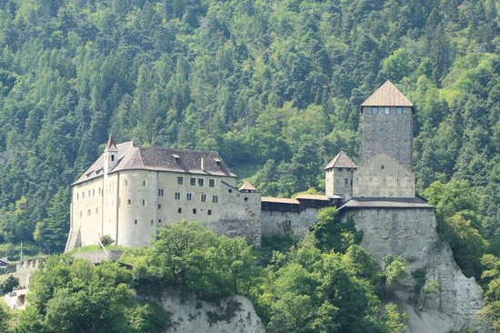Castle Tyrol - South Tyrolean Museum of History: Schloss Tirol
