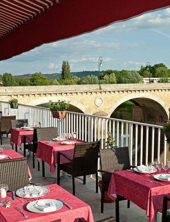 Royal Vézère : Terrasse du restaurant