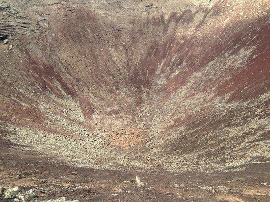 Cross Island: Cratère du volcan