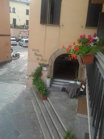 Albergo La Rocca: balcone camera con altri ospiti