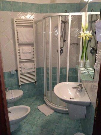 Hotel Regina: Bagni delle camere