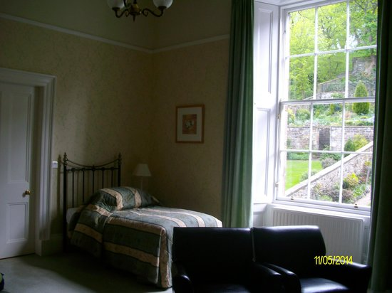 Adria House : single and double bed in twin/double room