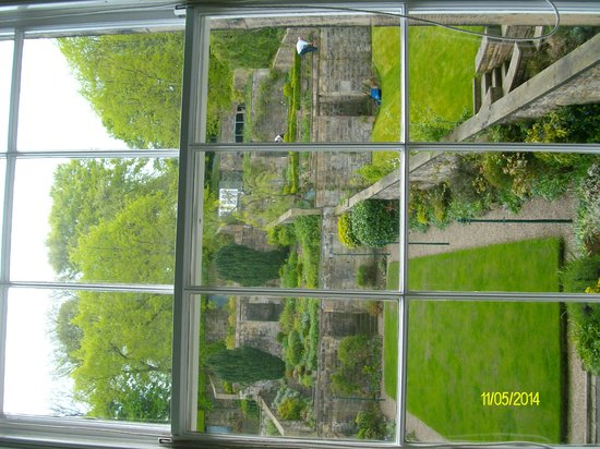 Adria House : view of the garden from room 3