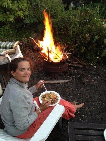 Wairua Lodge - The Hidden River Valley: Dîner au feu de bois préparé par Charles