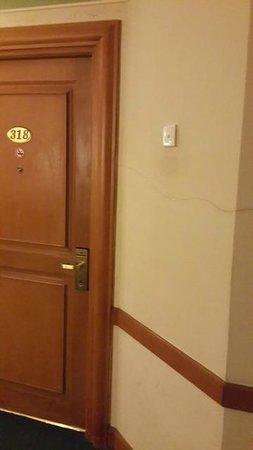 Tunjungan Hotel : Crack Room