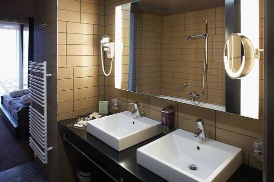 Hotel Sotelia: Bathroom