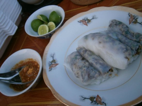 Villa Chitdara : Banh cuon - rice rolls with filling